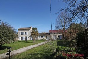 Brioux-sur-Boutonne (79) - House in a hamlet 2km from market town, with large garage.
