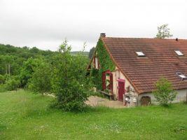 Farmers house on 1,4 ha land in Burgundy