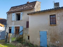 House to renovate in the centre of St. Savin