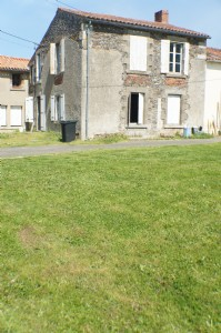 House, barn, land, for renovation, just outside a vendee village 85.