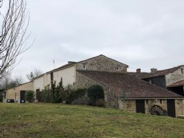 Huse with a Gite + Appartment. 1.7 ACRES. Mervent in the beautiful Vendée region