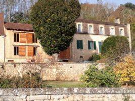 Spacious manor house with gite and pool in the valley of the Dordogne near Sarlat