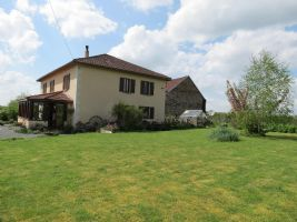 Country house with 5 bedrooms and large living space.