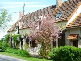 Renovated farmhouse & cottage with an ½ acre garden