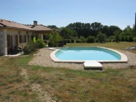 Detached bungalow with pool