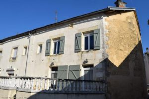 5 Bedroom House In A Good Condition With Coutyard - Close To The Commerces