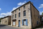Village house to renovate with garden on the banks of river Charente