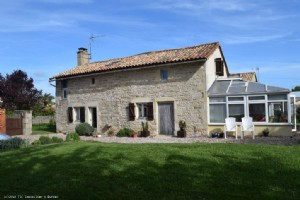 Charming 3 Bedroom Stone House With A Beautiful Enclosed Garden - Not Far From Chaunay