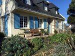 Superbe Maison avec Beaux Volumes, Joli Jardin et Situation Idéale