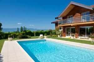 Detached Family House with Swimming Pool