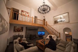 Newly Refurbished House on 23 Acres of Land