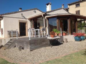Delightful Single Storey 4-Bedroom Villa with Pool in Quiet Village