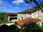Situee en Perigord Vert, entre Aubeterre et Brantome, magnifique renovation d'une ancienne ferme