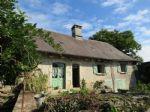 Petite fermette comprenant une maison a renover