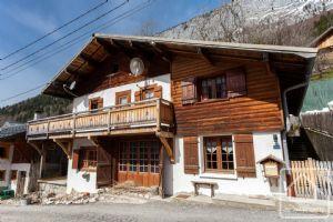 Excellent value, 3 bed/2 bath south facing chalet, in a quiet alpine hamlet.