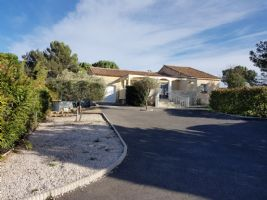 Nice single storey villa with 135 m² of living space on 1297 m² with views in a quiet area.