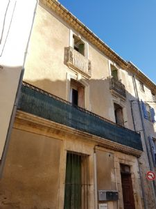 Nice flat with 56 m² of living space on the 2nd floor of a former maison de Maître.