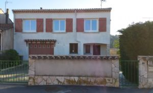 Villa to refresh with 4 bedrooms and independant apartment on 823 m² near all shops and river.