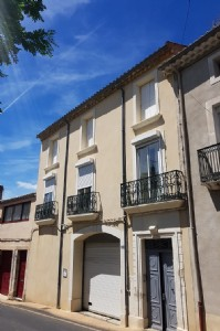 Renovated village house with 230 m² of living space, terrace, views and garden.
