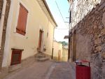 Pretty village house in perfect condition with 92 m² of living space, terrace and courtyard.