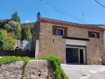Renovated stone barn with 160 m² of living space, large courtyard with pool and no overlooking.