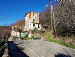 House to renovate with 92 m² of living space, vaulted cellars, garage, annex and 2830 m².