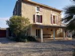 Charming stone house with 3 bedrooms on 1670 m² with pool, in the vineyards but near town.