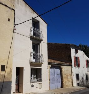 Pretty lightful home in very good condition with 53 m² living space.
