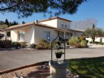 Spacious villa with 190 m² of living space on 2449 m² with pool, views and near Pézenas.