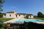 MOSNAC - Contemporary home with swimming pool on a 6500 m² site
