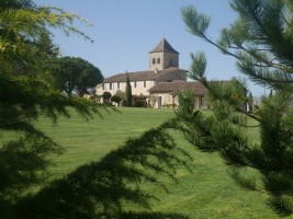 In Beaumont du Périgord, 14th century property, guest house, 2 gites, heated swimming pool, jacuzzi