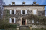 Close to Sarlat: Large stone house with barn, in need of restoration