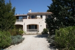 West of Nimes, 220m2 property on a 1 hectare site.