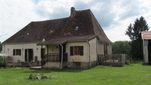 Dordogne Farmhouse for sale with land for horses and barns.