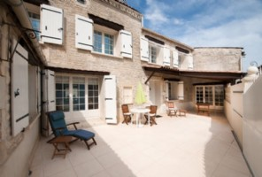 3 bed house with courtyard near Jarnac