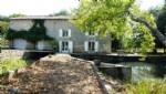Superbe moulin à eau sur 8000m² de terrain - 3 chambres et grange. Charente
