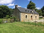 Renovated 3 bedr. longere with outbuildings and Dutch barn. Land with small lake,
