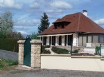 In a quiet location, large bungalow in excellent condition including on the ground floor