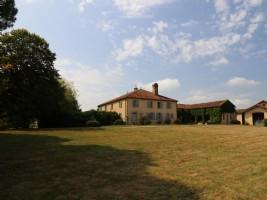 An idyllic Gascon farmhouse sitting in the heart of 30 ha of land.
