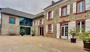 Character house, 4 bedrooms, 1938m² of land.