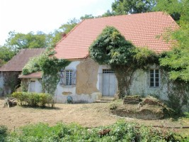 Character house to renovate on 3300m² of land