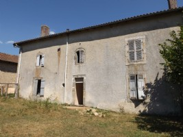Manor house and farm buildings in need of renovation