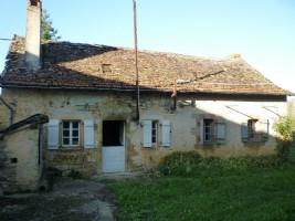 Small stone farmhouse with barn near to Villeneuve d'Aveyron