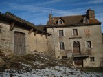 Farmhouse to restore with attached land 600 m². In a small hamlet, near the forest and a small lake