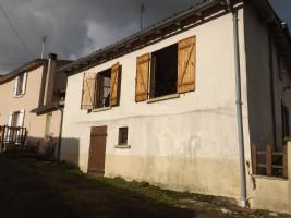 Ansac sur Vienne - house to renovate, courtyard, garden separate and garage