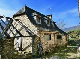 Charming stone cottage with pool in small hamlet