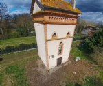 Near Montauban, 10 minutes from the town center. Extend this dovecote to convert into a house