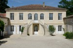 25' from Bordeaux, 10225ft² living area on 4ac 8746ft²