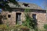 5 mn from Nauviale, stone farmhouse including a house to renovate of 75 m