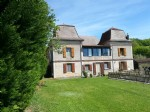 At 5 Km from Figeac, imposing mansion and its outbuildings on 0.6 ha land